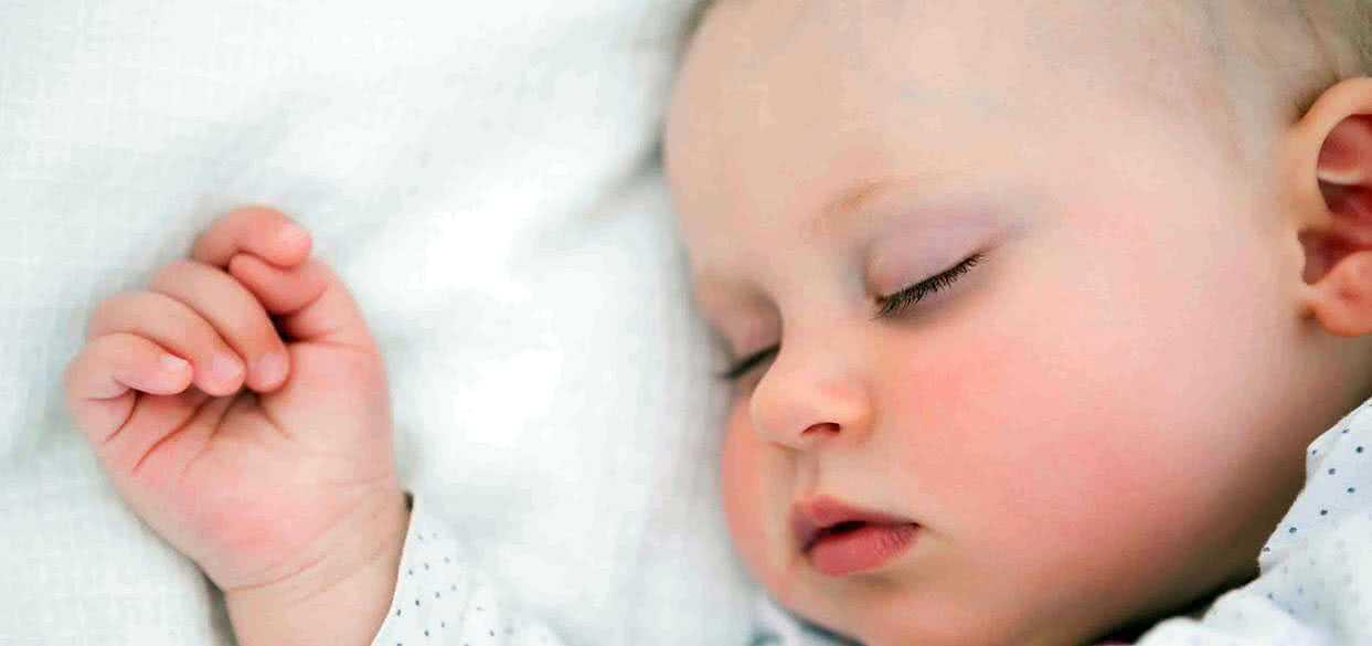 Проблемы с дыханием во время сна могут негативно отразиться на умственном развитии младенцев и детей младшего возраста