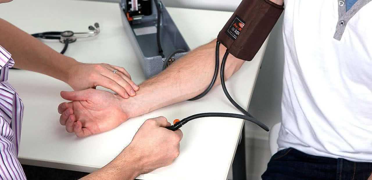 Люди, страдающие от обструктивного апноэ сна, подвержены повышенному риску наличия высокого артериального давления