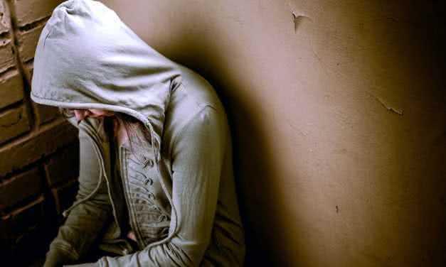 Жизнь пациента с апноэ сна часто требует постоянной борьбы с депрессией