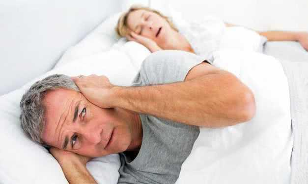 Женщины хранят молчание по поводу храпа и апноэ сна